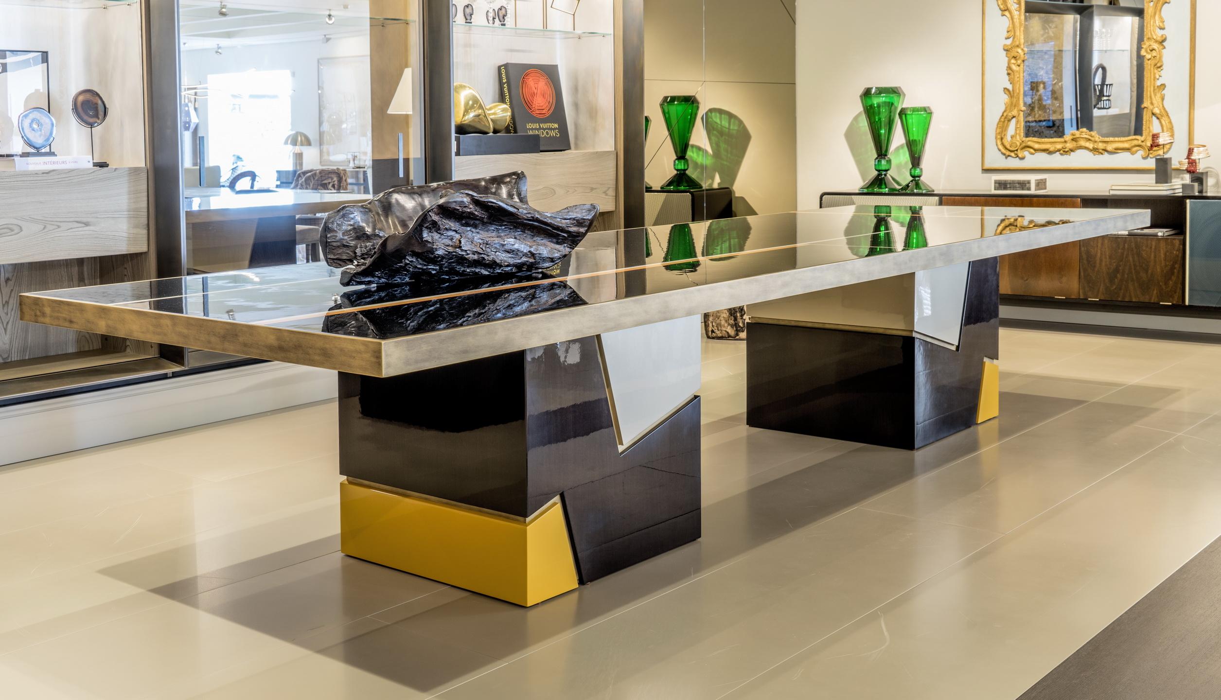 Cautivadora mesa diseñada por Pedro Peña