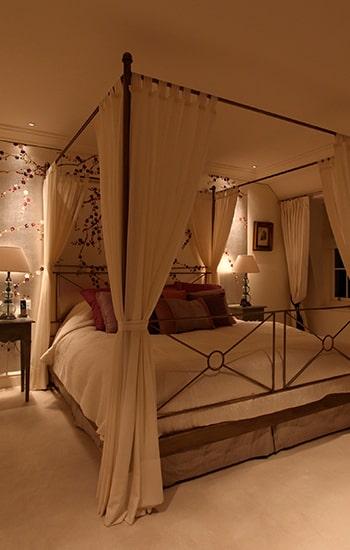 Dormitorio decorado San Valentín.